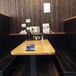 じれっ亭 - 向かいのボックス席