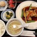 中国酒家 獅子房 - 真鯛の唐揚げ黒酢野菜あんかけセット全体