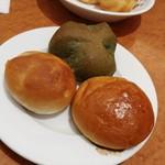 ブレッドバイキング サンマルク - 最初に取ったパン。