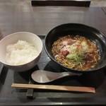81943985 - 暫く待つと注文した辛味噌和牛ラーメン900円の出来上がり。                                              訪問した日が日曜日だったんでご飯がサービスでついてました。