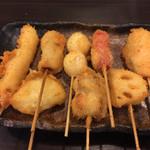 串や えびす橋 - おまかせ串かつ8本セット¥800(税別)。 えび、たまねぎ、串かつ(豚)、うずらの玉子、チーズちくわ、ウィンナー、レンコン、しゃけ