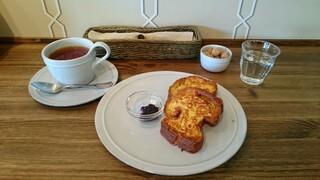 ル・プレジール・デュ・パン - フレンチトーストと紅茶のセット
