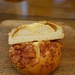 パン・アイス・惣菜 できたて館 - 明太ポテト断面