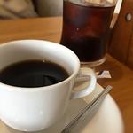 81953171 - コーヒーとアイスコーヒー