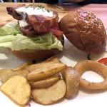 マッケンチーズカフェ - BLTバーガー