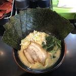 麺屋 だるま - 料理写真:若干あっちよりの雰囲気を感じるスープ