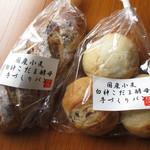 81956495 - (左)クルミレーズンパン ¥360、(右)プチパンセット ¥250-