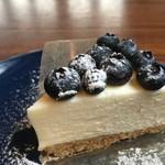 ザ サン リブズ ヒア - ブルーベリー濃厚生クリームチーズケーキ