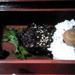 めし屋みづ - 花車弁当のご飯には黒米が使われています。