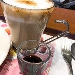 カフェ ド クリエ - ほうじ茶カプチーノ〜黒蜜添え