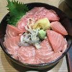 三海荘 - マグロ丼特上この上に極上が有ります