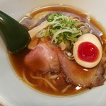 81963990 - 鶏の深いコクと香ばしい魚介の風味がぶわーっ!中華そば700円