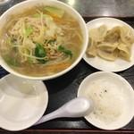 食神 餃子王 - 野菜タンメンと餃子セット