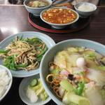 龍鳳 - 揚げ焼きそばの麺量は普通盛りに増量