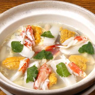 北海道産食材にこだわる逸品は、食事も肴もここだけの名品。