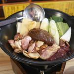 炊き餃子と鶏すき大衆酒場 仕事鶏A - 鶏すき焼き定食 ¥850