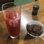 大衆酒場カネス - 料理写真:トマト割り、煮込み(馬もつ)
