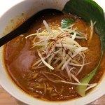 四条富小路 麺屋虎杖 - カレー担々麺 780円。
