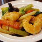古月 - 海老と季節野菜の炒めもの