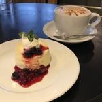 クラウンハウス - チーズケーキとキャラメルラテ