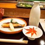 蛇の市 - ブリ照焼 & 燗酒(竹鶴 純米)
