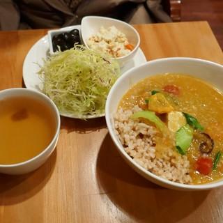 ウサギ ボタニカ - 料理写真:お豆腐と野菜の美人カレー