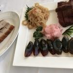 81980450 - 脆皮焼肉と三種盆(ピータンと甘酢生姜、海月冷製、蜜汁叉焼)