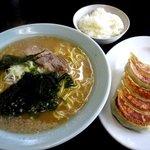 ラーメンショップ - 料理写真:ラーメン・ギョーザ定食!