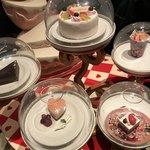 クイーン・オブ・ハートのバンケットホール - ケーキ
