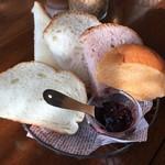 BREAD&DISHES MUGINOKI - モーニングのパン。