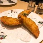 スペイン料理銀座エスペロ - 給食センターの揚げギョーザみたいなやつ