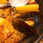 スペイン料理銀座エスペロ - カラス貝の「遊んでる」具合が凄い。