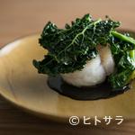 ラピ - 魚介、野菜、ソース。三位一体の美味しさに感動する『舌平目 黒キャベツ プチヴェール』