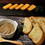 81997651 - 燻製レバーパテと焼きチーズ