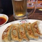 渋谷餃子 - 餃子でビール