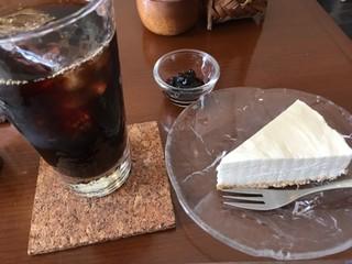 たけのは - アイス珈琲、レアチーズケーキ