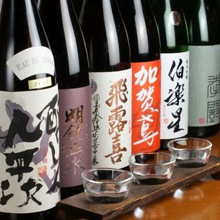 串焼を引き立てる日本酒は、全国各地から取り寄せた銘酒ばかり