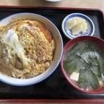 レストラン雅 - 料理写真:カツ丼「950円」 お新香は美味しい。カツ丼も大盛りクラスです。