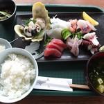 国頭港食堂 - 地魚の刺身定食