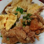 82009730 - 唐揚げ、海老とイカの天ぷら、酢豚、玉子焼
