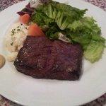 プルミエ - ビジネスランチ:牛肉のステーキ(900円)