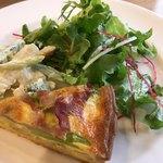 82013612 - シーフードマリネサラダと野菜キッシュ