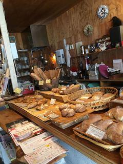 詩とパンと珈琲 モンクール - パン売り場