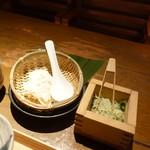 豆腐料理 空野 - 豚の角煮定食1,000円につくざる豆腐