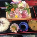 新鮮処 魚里 - 日替わりお刺身定食 ¥1590