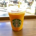 スターバックス・コーヒー - マンゴーパションティーフラペチーノのトールサイズ。 税込486円。 美味し。