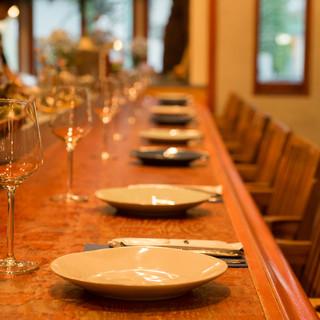 魚介の味わいを引き立てる、多彩なワインのラインナップ