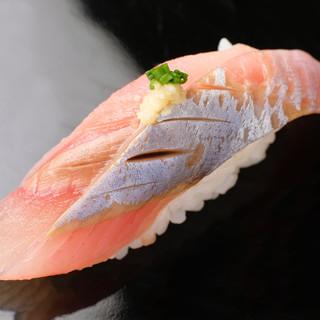 この道28年の職人が握る!沖縄×北海道の鮮魚を使った【握り】