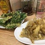 ワイズ - 料理写真:揚げたての春菊天と舞茸天