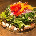肉バル バーレイウィート - パクチー入りローストビーフサラダ